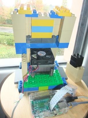 Photo du ventirad dans le boitier en Lego