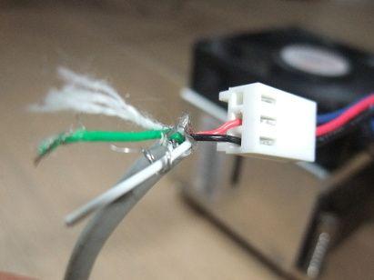 photo du cable totalement enfoncé dans le connecteur