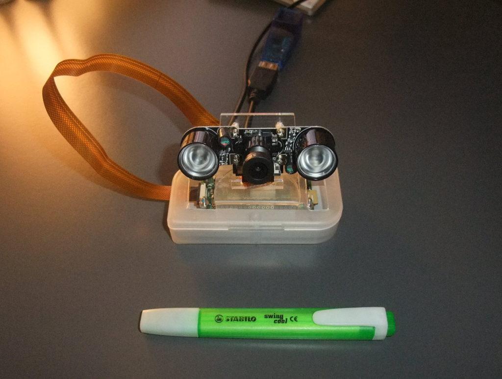 Photo de la caméra de surveillance OpenSource comparée à la taille d'un Stabilo