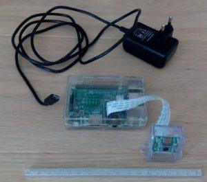 Photo du Rpi3 avec alimentation et module caméra